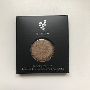 Younique Unworldly Pressed Shadow Compact